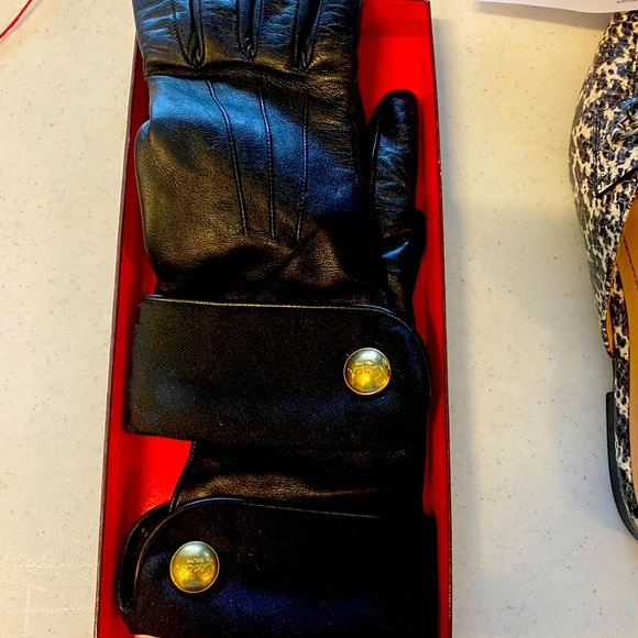 COACH Ladies Leather Gloves with Gold Button